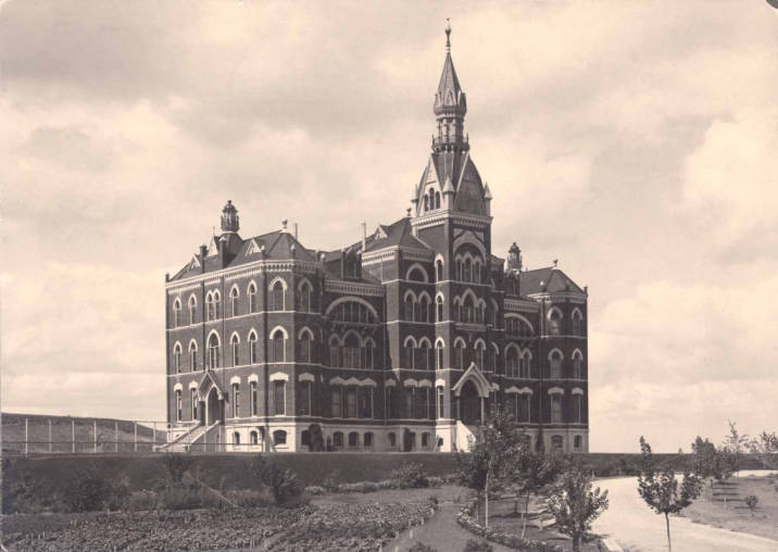Administration Building 1900