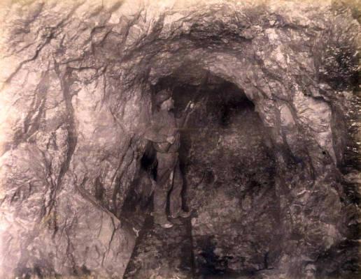 Image of Anaconda Mine 1000 ft. level East [no. 1163]